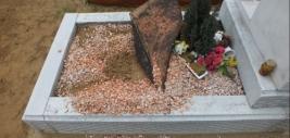 Pusztítás a Hodászi temetőben